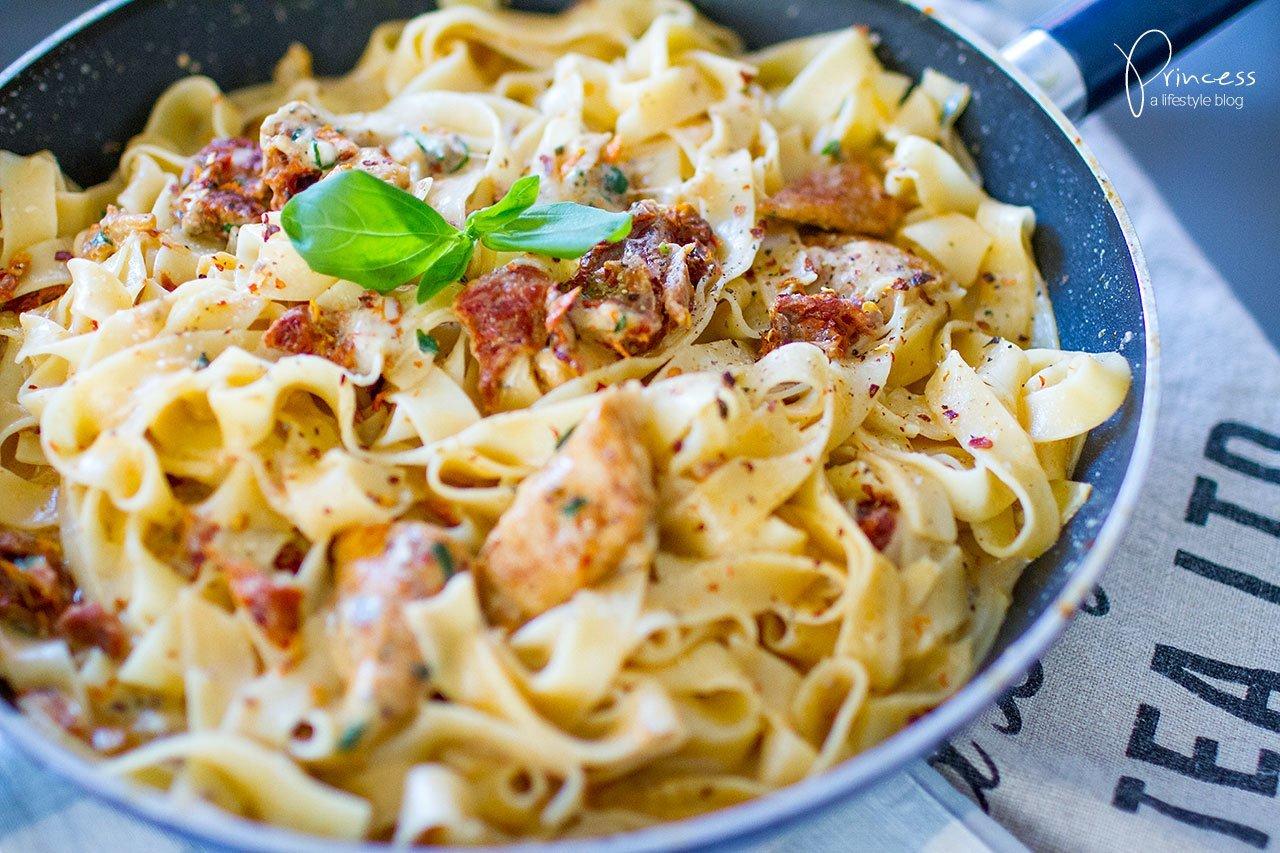 Chicken Mozzarella Pasta mit getrockneten Tomaten | Lifestyle, Travel ...